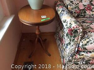 2 Matching Oval Side Tables B