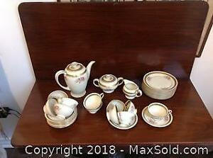 """Set of ROSENTHAL dishes. The design is called: """"Winnifred""""."""