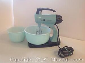 Vintage Sunbeam Turquoise Mixer And Bowls