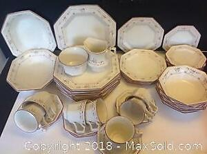40 Pcs Johnson Brothers Partial Dinner Set