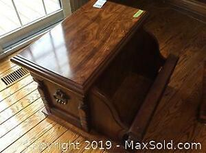 2 Wooden End Tables B