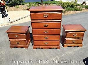 4 Drawer Dresser With Matching Night Stands C