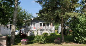 Lake Front Cottage Rental Fall to Spring weekly 3+ Bedrooms