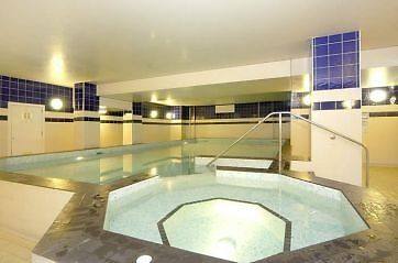 STUDIO Flat TO RENT!- includes a swimming pool, gym and 24 hour concierge.