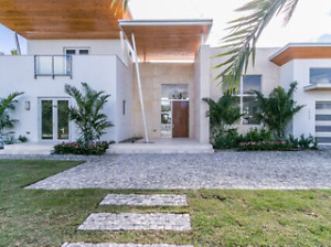 New amazing house on the water in ft. Laud Beach 30 min from mia