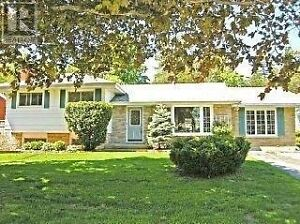Lovely house in Trenton with a swimming pool! 【For rent】