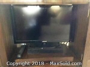 Samsung 26 Inch TV With Remote A