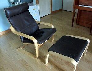 Chaise et repose pied en cuir