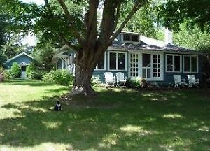 Waterfront Cottage great for large families - Book Low rate now!