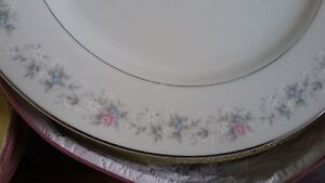 Mita fine China (Winter Rose pattern) Gatineau Ottawa / Gatineau Area image 2