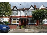 New River Crescent N13 - Sought After 1 Bed G/F Conv. Garden Flat Just 7 Mins From B.R & All Amen...
