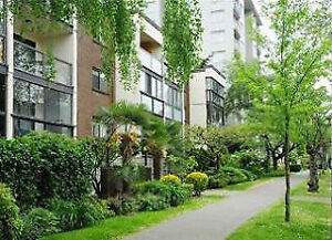$2500/2br +Den - 850ft Downtown Vancouver AUG 20 or SEP 1 -Pets