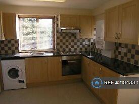 3 bedroom flat in Great North Road, London, N2 (3 bed) (#1104334)