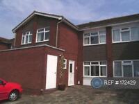 3 bedroom house in Blakeney Close, Epsom, KT19 (3 bed)