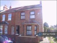 3 bedroom house in Institute Road, Aldershot, GU12 (3 bed)