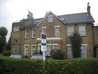 Spacious 1 Bedroom Garden Flat, 8 mins walk to Grove Park Station