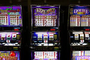 RK0112-RESTO BAR WITH 5POKER MACHINES FOR SALE IN CHATEAUGUAY !!