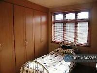 3 bedroom house in Arthur Road, Romford, RM6 (3 bed)