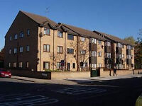 2 bedroom flat in Raynton Road, Enfield, EN3