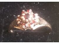 9ct gold ring with garnets