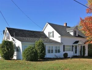 Lovely country Home minutes drive from the Village of Harvey!