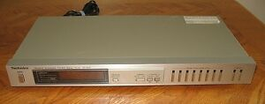 Technics Quartz Synthesizer AM/FM HiFi Stereo Tuner