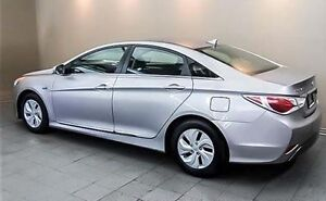 2013 Hyundai Sonata Hybrid Sedan w/ Two Sets of Brand New Tires