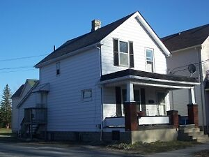 ALL INCLUSIVE! 1 bedroom in house in downtown Sarnia! - 126...