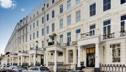 A superb two bedroom apartment located in one of Kensington's quiet garden pockets.