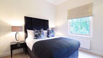 Just refurbished Apartment-- 2nd floor - 2 bedrooms - 805sq ft - 2 bathrooms