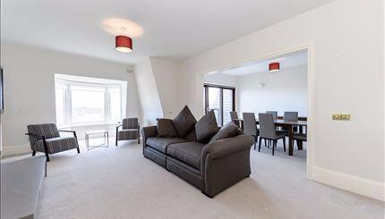 4 bedroom flat in Strathmore Court Park Road, St John Woods, NW8