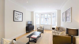 3 bedroom flat in Hamlet Gardens Ravenscourt Park, Acton, W6