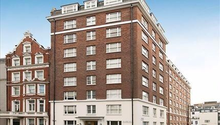 ***Mayfair*** - Bright Studio Aparment with Separate Kitchen
