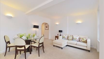 Stunning ground floor flat. Two spacious double bedroom in the heart of Mayfair. Close to tubes