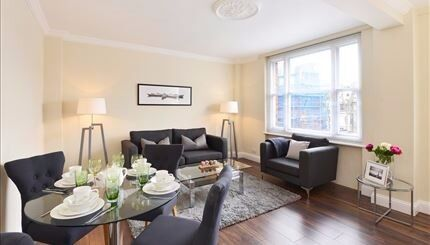 Charming and spacious two bedroom apartment in the heart of Mayfair close to stations