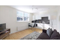 2 bedroom flat in Hamlet Gardens Ravenscourt Park, Acton, W6