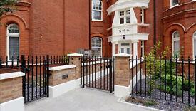 3 bedroom flat in 13 Hamlet Gardens, Hammersmith, W6