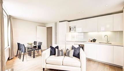Beautiful interior designed two bedroom apartment close to West End Quay and stations