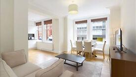 3 bedroom flat in Hamlet Gardens Ravenscourt Park, Acton, W6