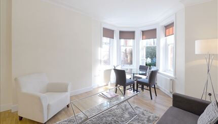 Newly refurbished three bedroom, two bathroom period apartment mins to Ravenscourt Park station
