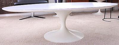"""Der """"Tulip Table"""" vereint künstlerische und praktische Ansprüche. (Copyright: Knoll)"""