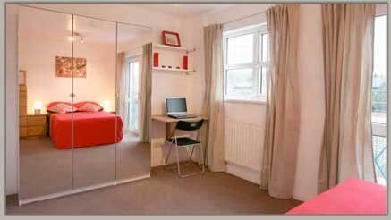 SPACIOUS ACCOMODATION IN ENFIELD - COUPLES WELCOME