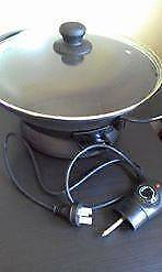 black wok with glass lid