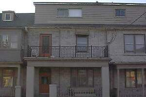 202-3 Queen st - Bachelor Multi-Unit House for Rent