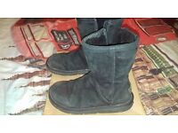 GENUINE UGG BOOTS SHORT BOOTS WITH ZIP SIZE 3.5