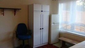 Offering a double room in a lovely house - N15 3RG.