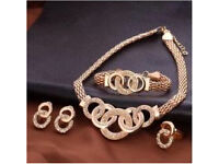 Rose gold p stunning 4pc set with embedded diamond face as focal