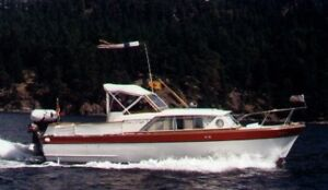 Classic 28 ft Chris Caft Constellation and Boatshed