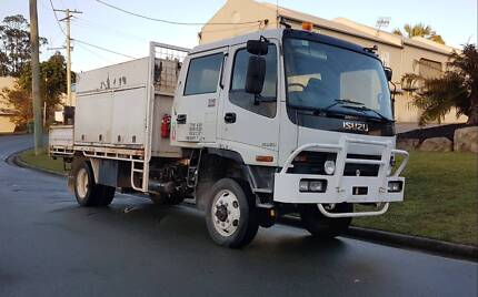 ISUZU FSS 550 DUEL CAB 4 WHEEL DRIVE SERVICE TRAY WITH TAIL LIFT