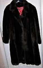 Top Quality Ladies Faux Fur Coat - B